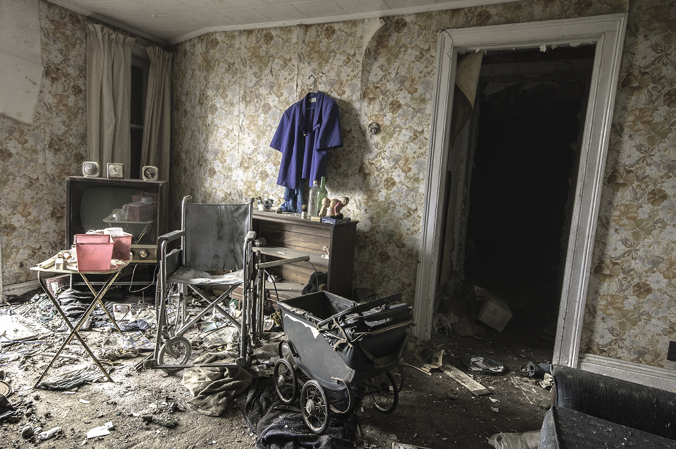 an abandoned house essay Narrative and descriptive writing tasks based on pictures of abandoned abandoned - creative writing as part of timed essay writing skills and.