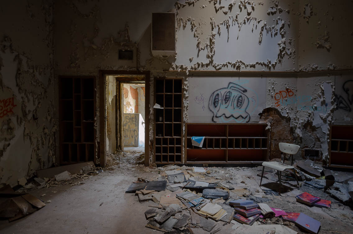 Abandoned detroit freaktography urban exploring - The house in the abandoned school ...