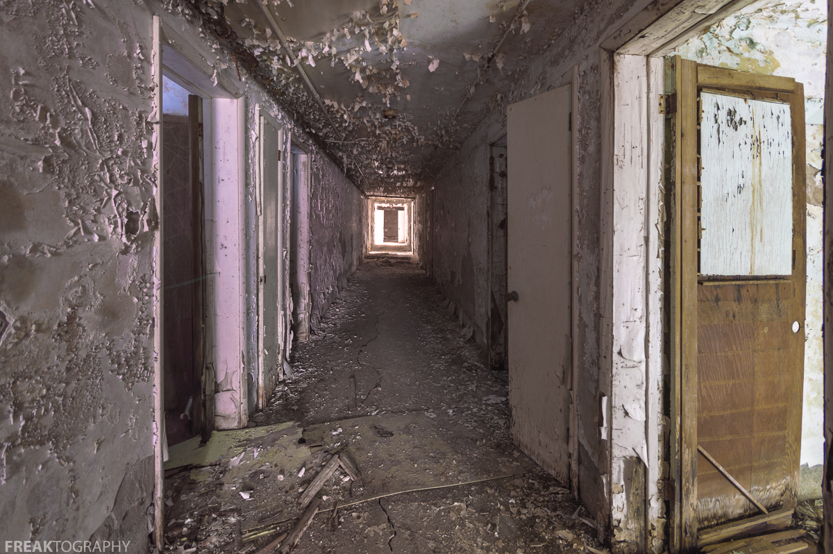 hallway vanishing point. freaktography abandoned photography places creepy decay derelict hallway vanishing point