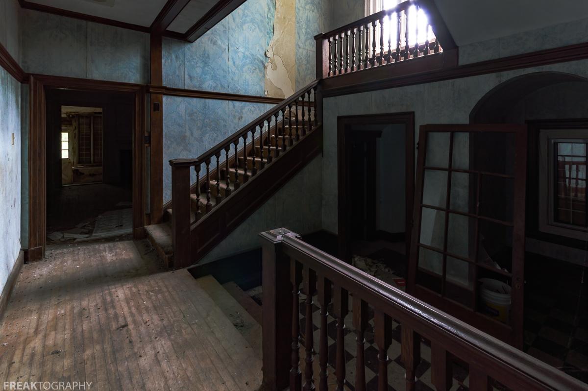 Haunted House Foyer : Abandoned mansion freaktography