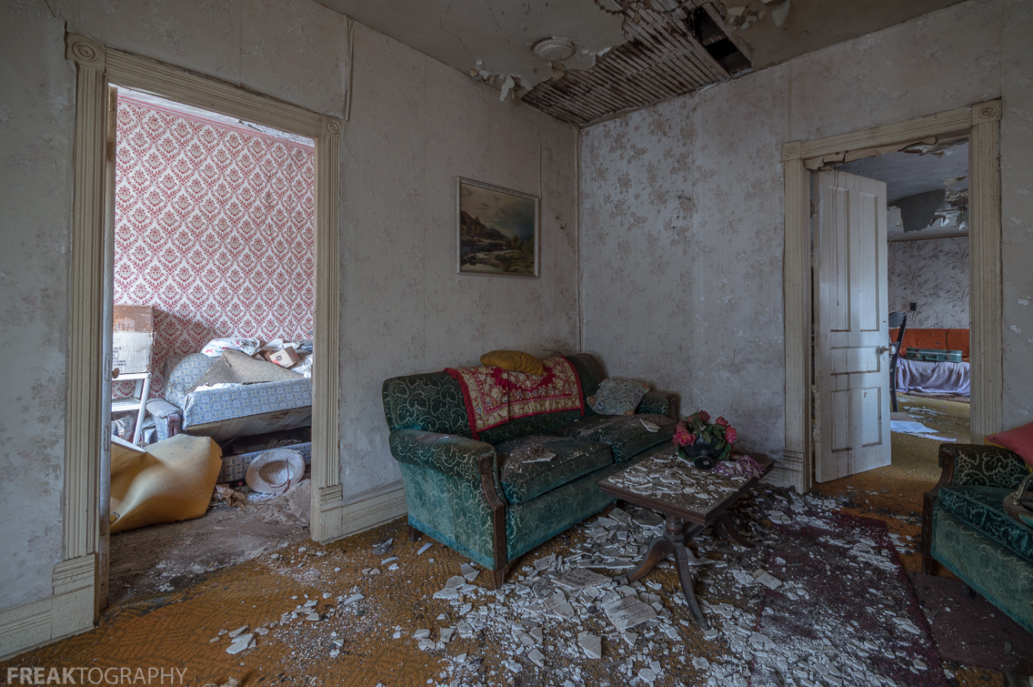 Old Creepy House Living Room
