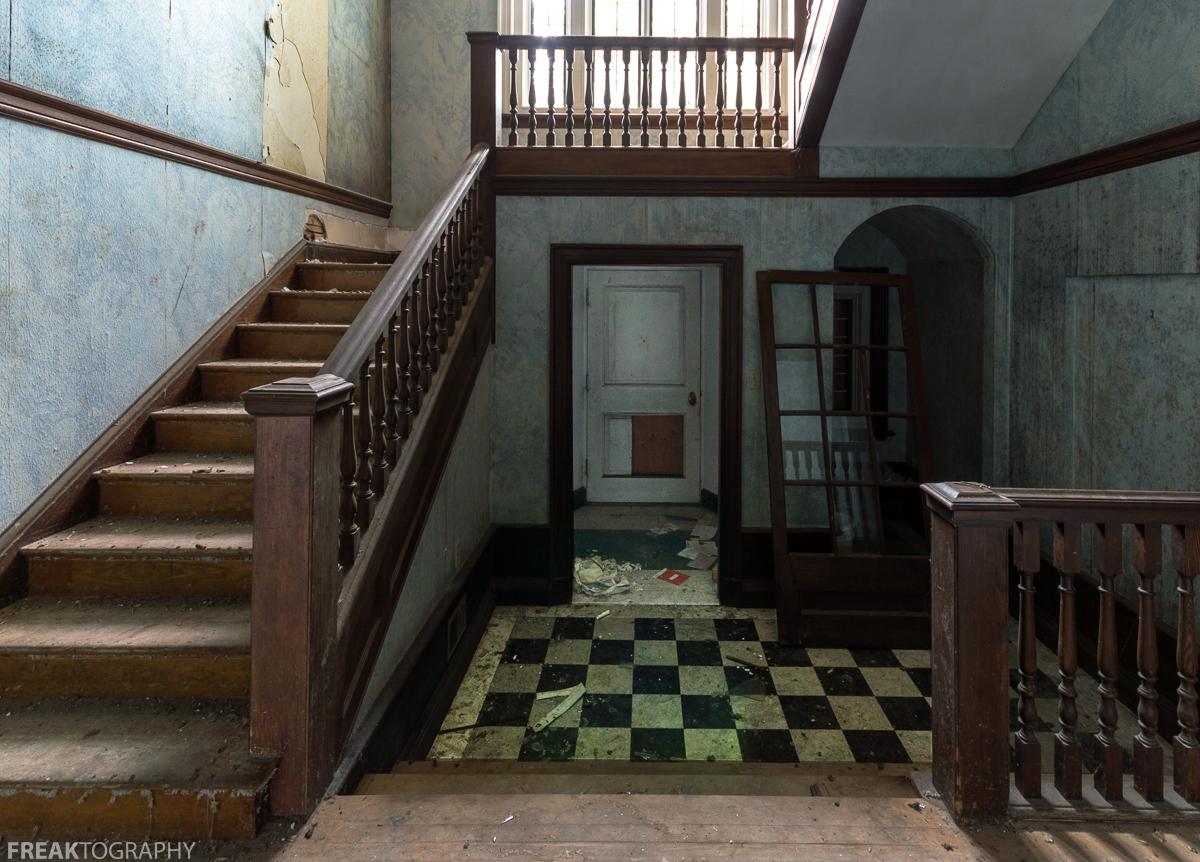 Mansion Foyer Zoning : Abandoned mansion freaktography